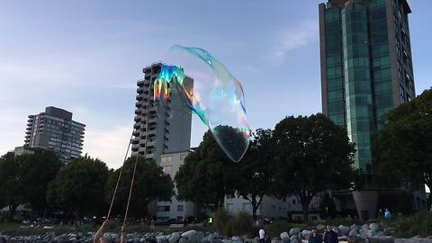 This Bubble Artist Dazzles The Crowd With Massive Floating Bubbles