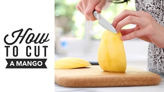 How to cut a mango - Try this helpful life hack! - Video