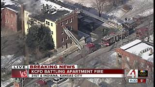 Crews working three-alarm apartment fire in east Kansas City - Video
