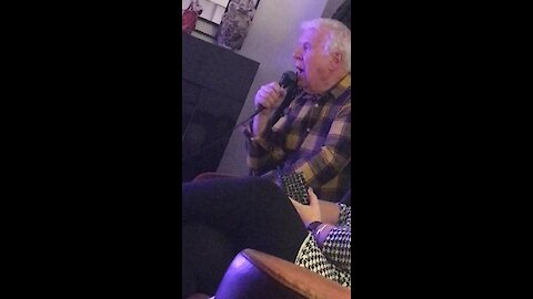 Grandpa beautifully sings opera classic on karaoke machine