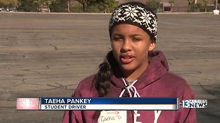 Teen drivers learn road etiquette - Video