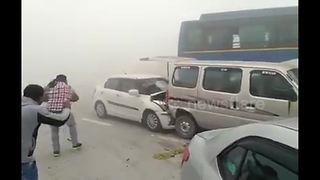 Delhi smog triggers serial car collisions - Video