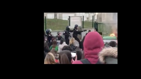 Riot Police Confront Student Protesters on 'Mardi Noir,' Near Paris