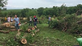 Friends and family come together to clean up tornado damage in western Iowa - Video