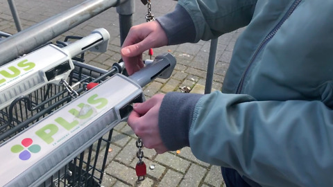 How to use a key instead of a coin for your shopping cart