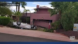 Car crashes into garage in Fountain Hills