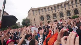 Armenians celebrate new leader with Icelandic-style 'huh' war chant - Video