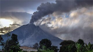 Indonesia: Eruption Warning After Volcano Spews Ash