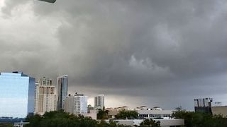 Ominous Clouds Roll Over Fort Lauderdale During Tornado-Warned Storms - Video