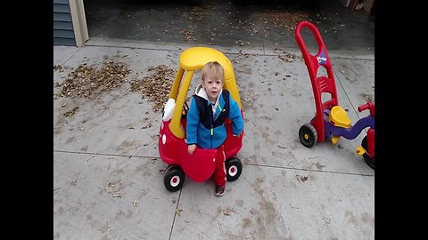 LOL – Little Boy Misunderstands how his Toy Car Works