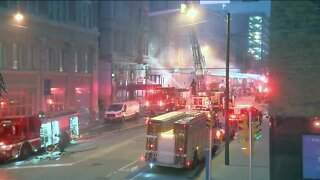 Fire damages downtown Milwaukee building Sunday morning