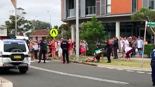 Police Break Up 'Unauthorised' Christmas Party at Little Bay - Video