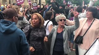 Anti-Fascist Liverpool Demonstrators Sing, Cheer as EDL March Halted - Video