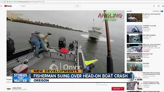 Viral video shows boat crash in Oregon