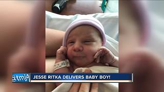 Meteorologist Jesse Ritka gives birth to baby boy - Video