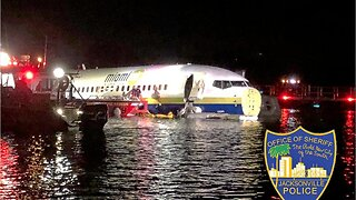 Boeing 737 falls into Jacksonville, Florida river