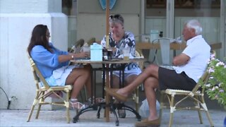 Palm Beach County strictly enforcing new closing hours for restaurants