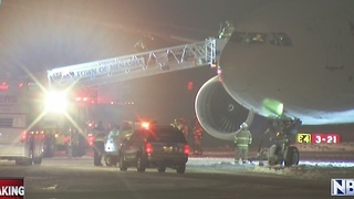 Vikings plane skids off taxiway - Video