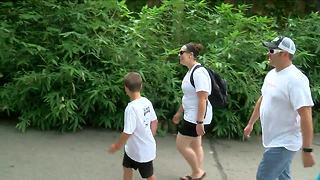 Children with serious illnesses enjoy a day at the Cincinnati Zoo - Video