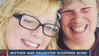 Special shopping bond between mom and daughter - Video