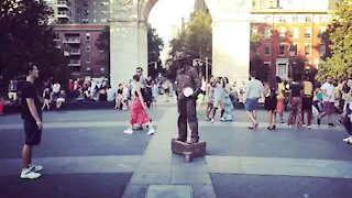 Time-lapse of Living Statue, NYC