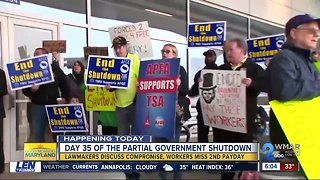 Furloughed and unpaid feds support BWI workers with picket line