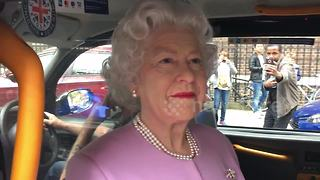 HM The Queen pays surprise visit to Lindo Wing to see her new grandson - Video