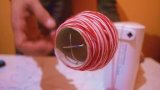 Life hack: How to quickly wind up yarn - Video