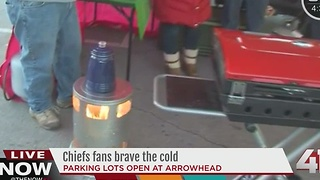 Chiefs fans brave the cold - Video