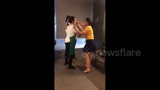Woman spits at another customer in Starbucks - Video