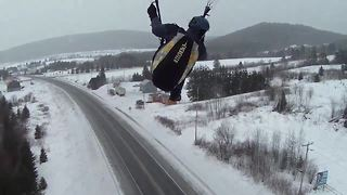 Paraglider hits power line in Canada - Video