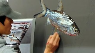 Artist Paints Incredibly Realistic Painting of Fish in Glass - Video