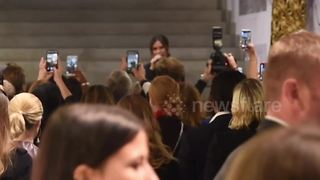 Victoria Beckham makes in-store appearance in London - Video