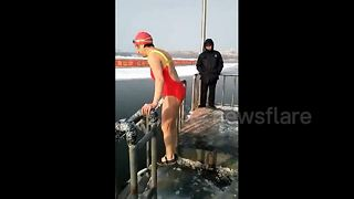 Impressively fit 85-year-old takes dip in frozen lake - Video