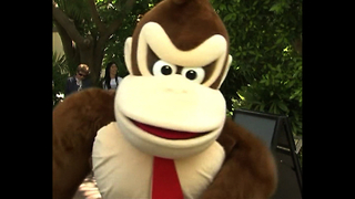 Gorillas Go Donkey Kong Crazy - Video