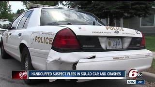 Handcuffed suspect slips cuffs, steals IMPD cruiser - Video