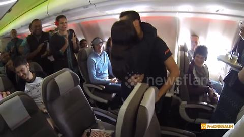 Man proposes to girlfriend of twenty years on flight to Fiji