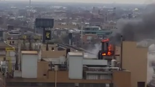 Fire Burns on Chicago Chocolate Factory's Roof - Video