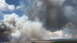 Smoke Billows as Upper Mailbox Fire Grows to 400 Acres - Video