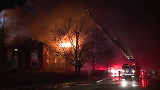 Fire displaces dozens from Cleveland apartments - Video
