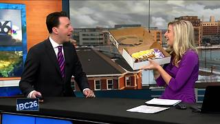 King cake for Fat Tuesday - Video