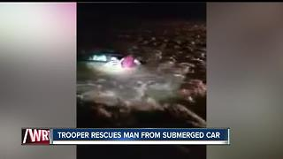 Indiana state trooper pulls man out of submerged car in Wabash County - Video
