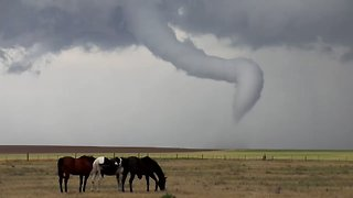 Funnel Cloud Spotted Near Denver, Colorado - Video