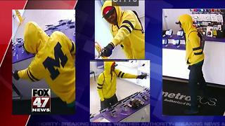 Police search for suspect in Metro PCS robbery - Video