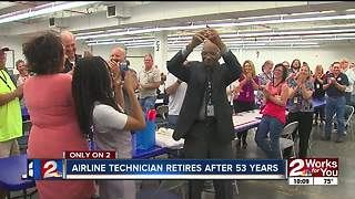 American Airlines technician retires after 53 years - Video