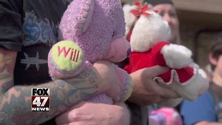 Sentinel Knights donate to Teddy Bear Posse in Lansing - Video