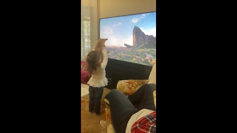 Little girl reenacts 'Lion King' scene using her chihuahua
