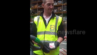Cool card trick blows UK supermarket worker's mind - Video