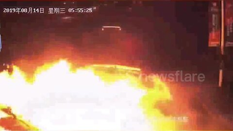 Truck bursts into flames after rear-ending another vehicle in China's Deyang