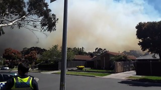 Bushfire Threatens Melbourne Suburb - Video